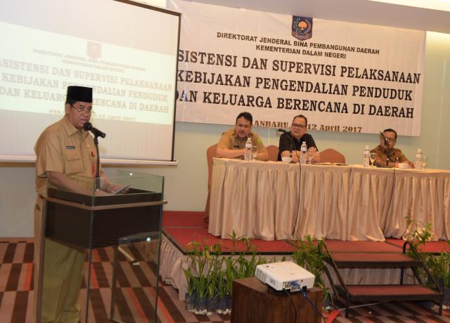 ASS I Setda Prov Riau Memberikan Sambutan Saat Hadiri Asistensi Dan Supervisi Pelaksanaan Kebijakan Pengendalian Penduduk Dan Keluarga Berencana Di Daerah Di H Premiere