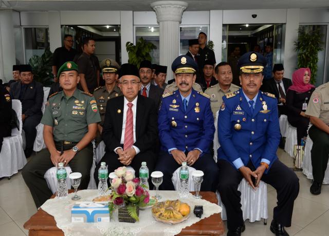 Gubri Inspektur Upacara Peringatan HUT DAMKAR Ke 98 Tahun 2017 Di Halaman Kantor Walikota
