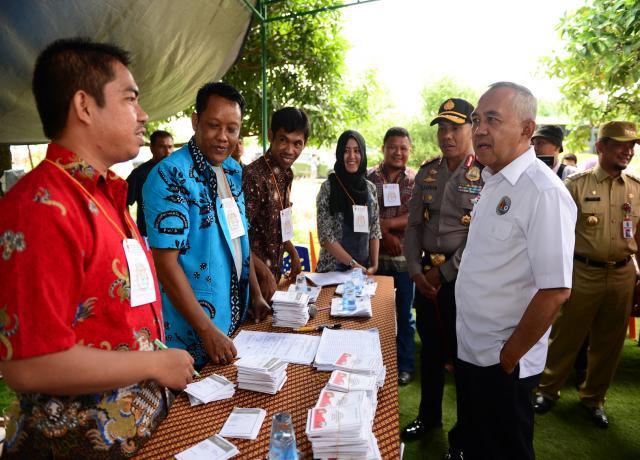 Gubri Tinjau TPS Pilkada Serentak Di Kab. Kampar