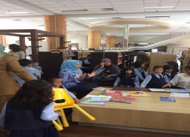 Kepala Dinas Perpustakaan Dan Kearsipan Provinsi Riau Ibu Hj. Rahima Erna, M.Si Menerima Tamu Dari TK.PERTIWI SETDA PROVINSI RIAU. Senin, 18 September 2017
