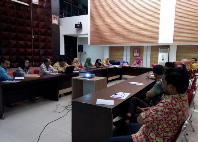Pembahasan Pengawasan Arsip Se Provinsi Riau Dengan Kepala Dinas Perpustakaan Dan Kearsipan Provinsi Riau Dr. Hj. Rahima Erna, M.Si 02 Oktober 2017