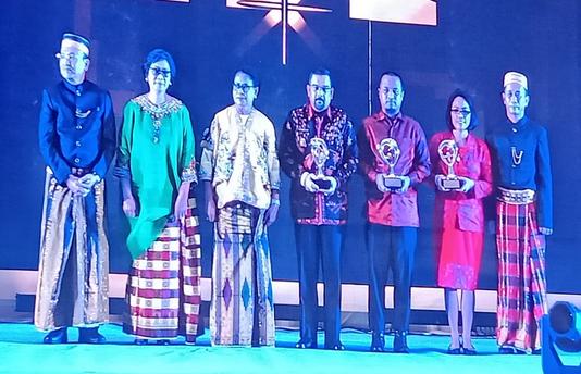 Riau Raih Dua Penghargaan Pada Anugerah KLA Tahun 2019 Di Makassar