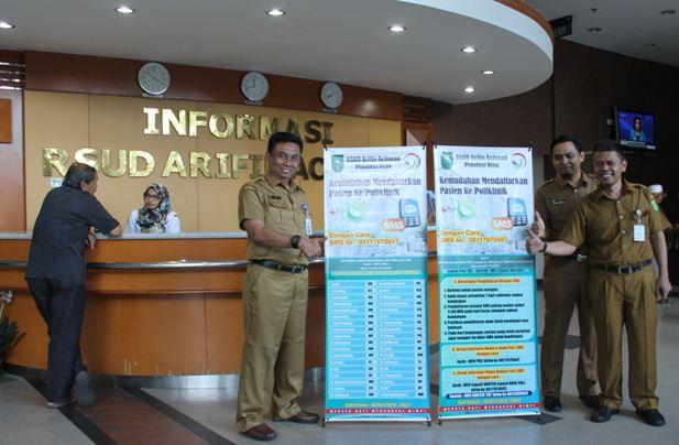 Hasil gambar untuk RSUD Arifin Achmad Berikan Penghargaan Kepada Pegawai