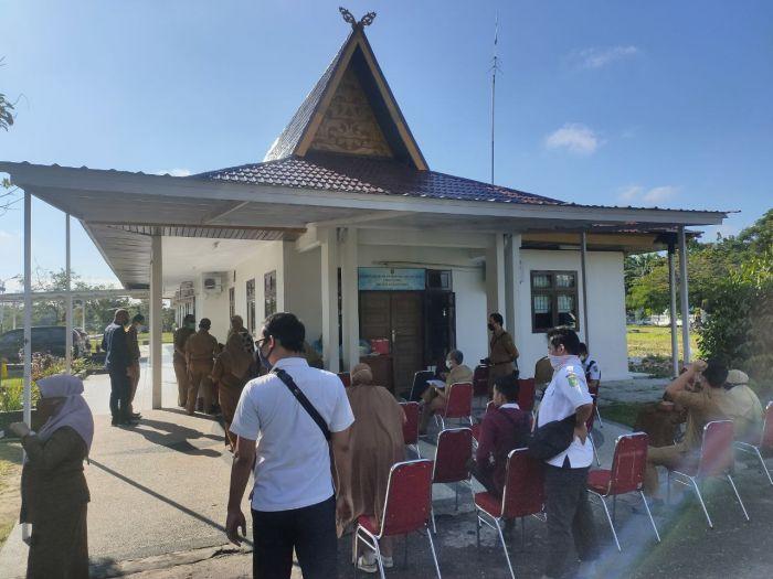 Kejar Target, Tim Gugus Tugas Riau Tes Swab ASN, THL Dan Wartawan