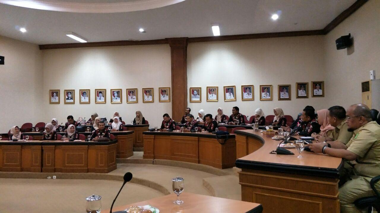 Dinas Kominfo Dan Statistik Provinsi Riau Dan Tim Bupati Bulukumba Mengadakan Rapat Bersama Di Ruang Rapat Kenanga Kantor Gubernur Riau