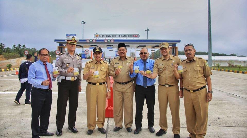 Gubernur Riau H. Syamsuar Didampingi Bupati Siak H. Alfedri Mencoba Secara Perdana Jalan Tol Seksi I Pekanbaru-Minas Sepanjang 9,2 Km