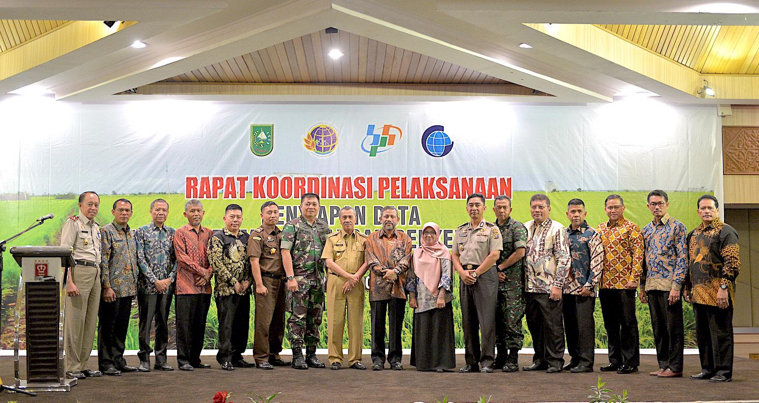 Gubernur Riau, H. Syamsuar Memberikan Sambutan Saat Hadiri Rapat Koordinasi Penyiapan Data Lahan Pertanian Pangan Berkelanjutan (LP2B) Prov. Riau, Di H  Pangeran