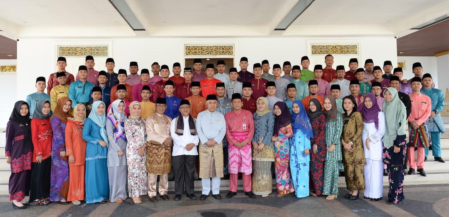 Gubri Arsyadjuliandi Rachman Memberikan Sambutan Dan Arahan Saat Hadiri Pelepasan Lulusan IPDN Angkatan XXIV Asal Pendaftaran Prov. Riau, Di Gedung Daerah