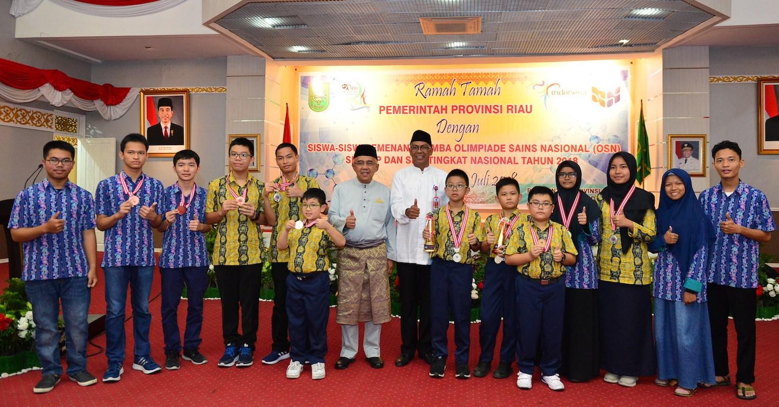 Gubri H Arsyadjuliandi Rachman Hadiri Ramah Tamah Pemprov. Riau Dengan Siswa/i Pemenang Lomba Olimpiade Sains Nasional, Di Gedung Daerah Balai Pauh Janggi Pekanbaru
