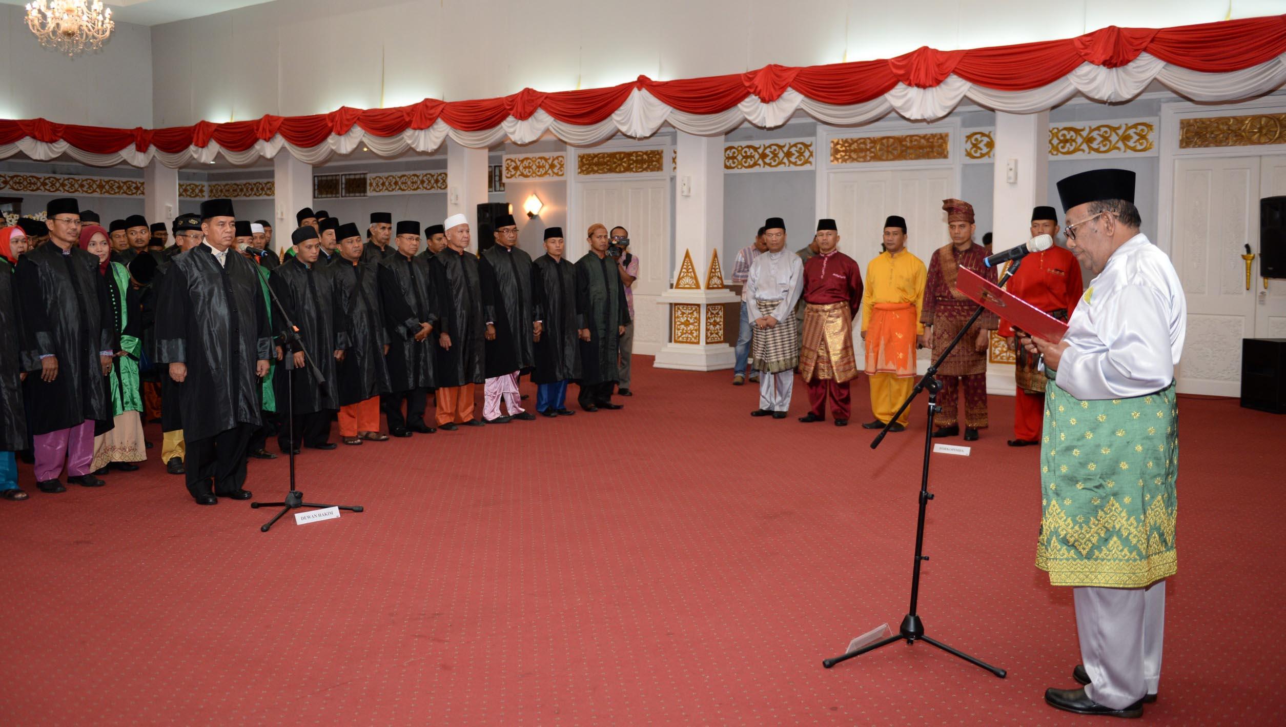 Gubri H Wan Thamrin Hasyim Hadir Sekaligus Melantik Dewan Hakim Dan Malam Taaruf Dalam Rangka MTQ XXXVII Prov. Riau Tahun 2018, Di Gedung Daerah Balai Serindit