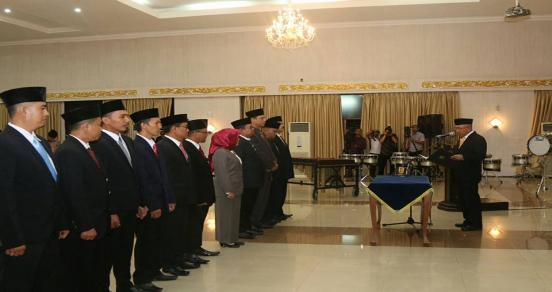Gubernur Riau, Arsyadjuliandi Rachman Melantik Komisioner Komisi Penyiaran Indonesia Daerah (KPID) Dan Komisioner Komisi Informasi (KI) Provinsi Riau
