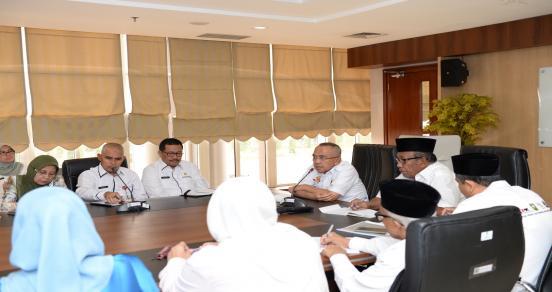 Gubri Dan Wagubri Didampingi  Sekda Prov Pimpin Rapat Terbatas Dengan Seluruh Kepala Satker Dilingkungan Pemprov Riau Di Lt 2 Menara Lancang Kuning