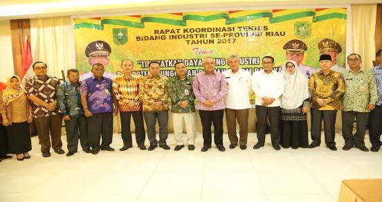 Gubri H Arsyadjuliandi Rachman Memberikan Sambutan Saat Hadir Sekaligus Membuka Rapat Koordinasi Teknis Bidang Industri Se Prov Riau Tahun 2017 Di Selat Panjang Kab Kepulauan Meranti