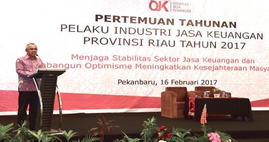 Gubri Memberikan Sambutan Saat Hadiri Pertemuan Tahunan Pelaku Industri Jasa Keuangan Prov Riau Tahun 2017 Di Hotel Pangeran