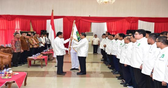 Sekda Prov Riau Dikukuhkan Sebagai Ketua Pengurus Pusat Ikatan Keluarga Alumni Universitas Riau (IKA UR)  Di Balai Serindit Gedung Daerah