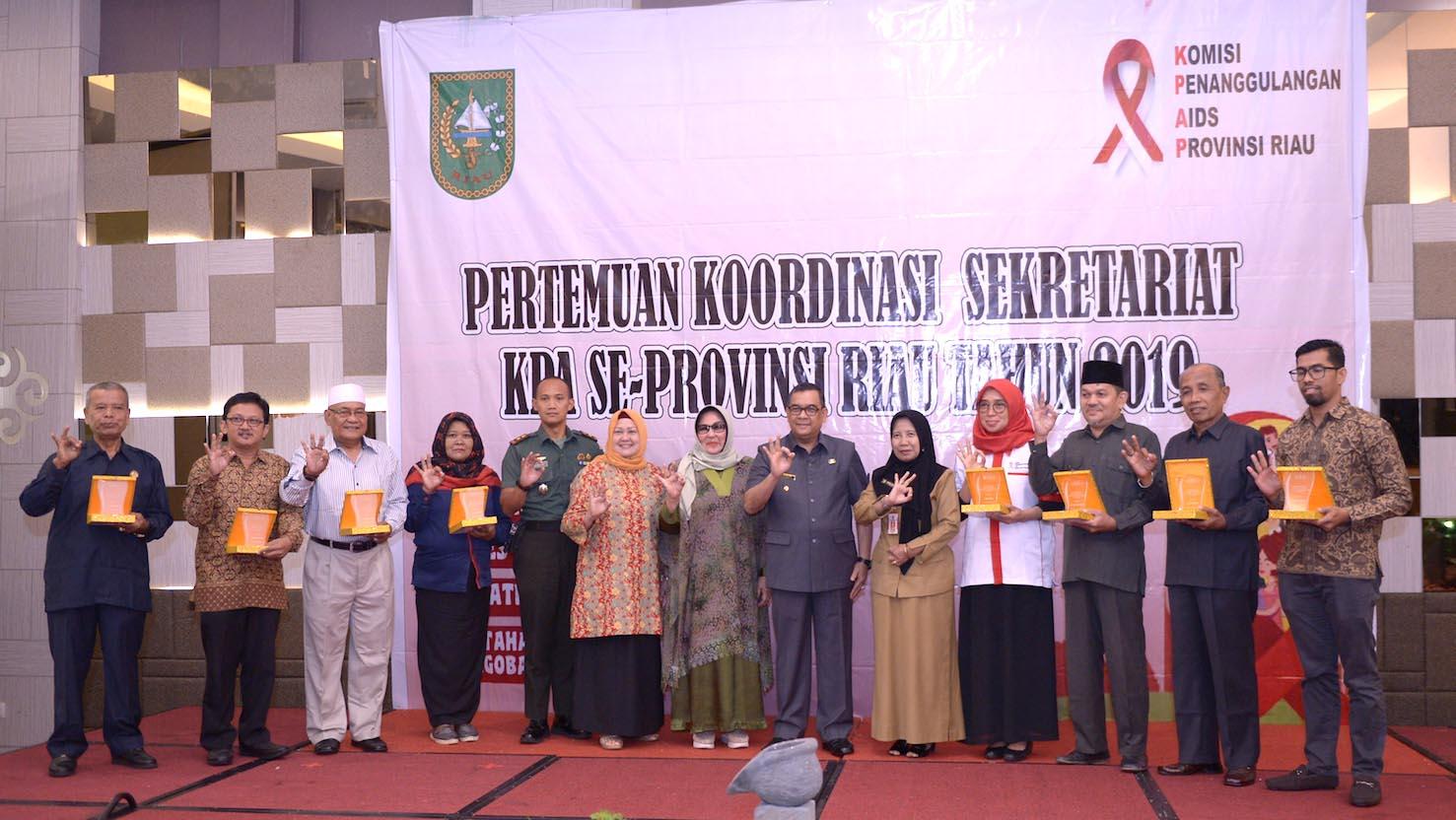 Wagubri H. Edy Nasution Menghadiri Sekaligus Membuka Acara Rapat Koordinasi Sekretariat Komisi Penanggulangan Aids Se – Prov. Riau, Di Hotel Grand Cokro Pekanbaru