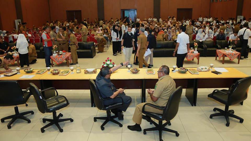 Wakil Gubernur Riau, H. Edy Natar Nasution Menyaksikan Pelaksanaa Test Urine Seluruh Aparatur Sipil Negara (ASN) Serta THL Yang Berada Di Lingkungan Dinas PUPR Provinsi Riau